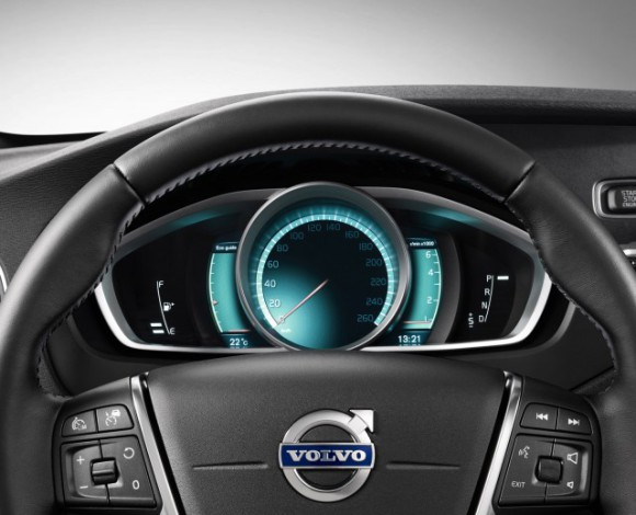 2013-volvo-v40-cross-country-05