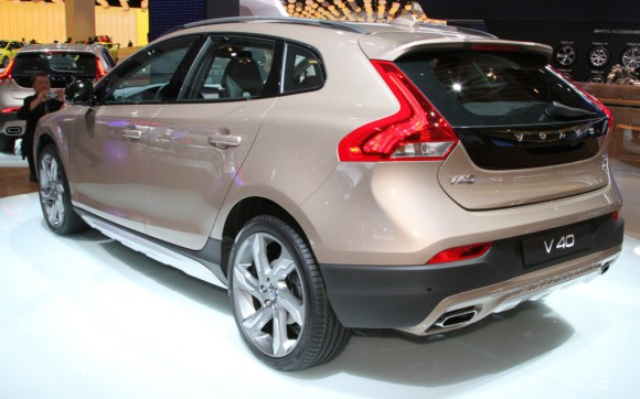 Volvo-V40-Cross-Country-rear-three-quarters-1024x640