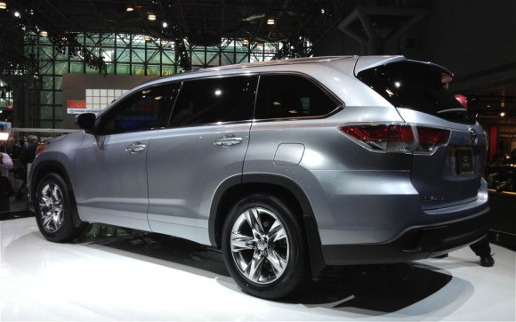 2014-Toyota-Highlander-Show-Rear
