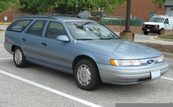 2nd-Ford-Taurus-GL-wagon-front