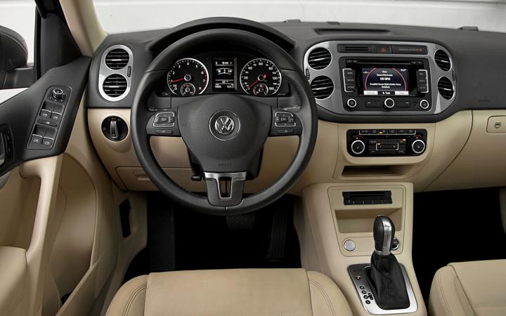 2012-volkswagen-tiguan-sel-4motion-cockpit