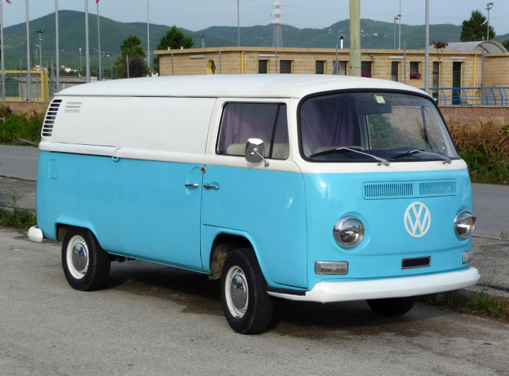 Volkswagen_T2_light_blue