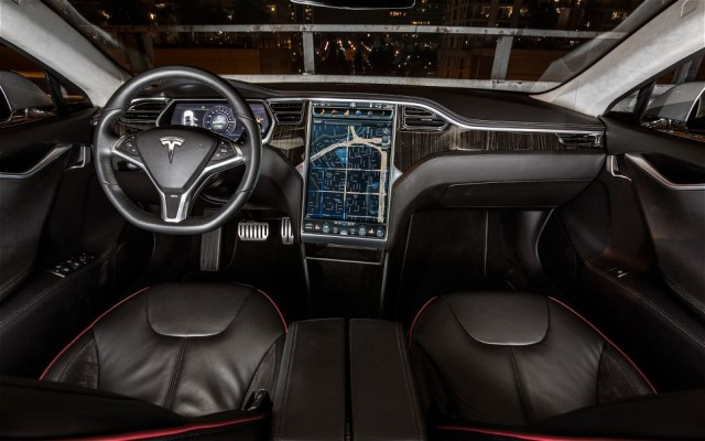 Tesla-Model-S-salon