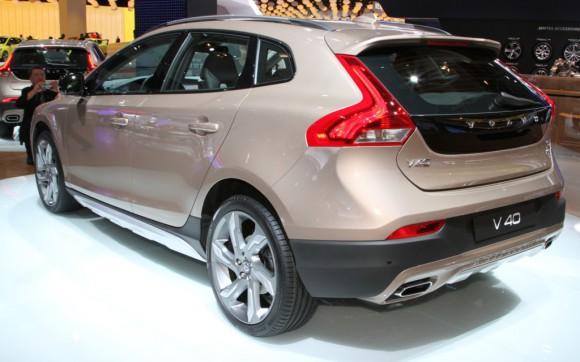 Volvo-V40-Cross-Country-rear-three-quarters-1024x640