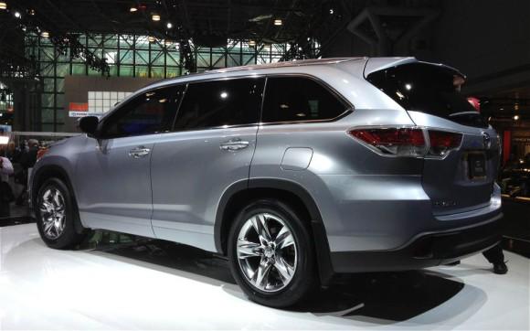 2014-Toyota-Highlander-Show-Rear
