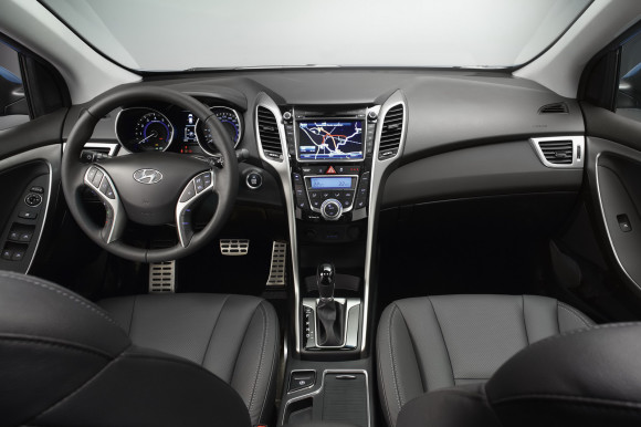 2012-Hyundai-i30-2