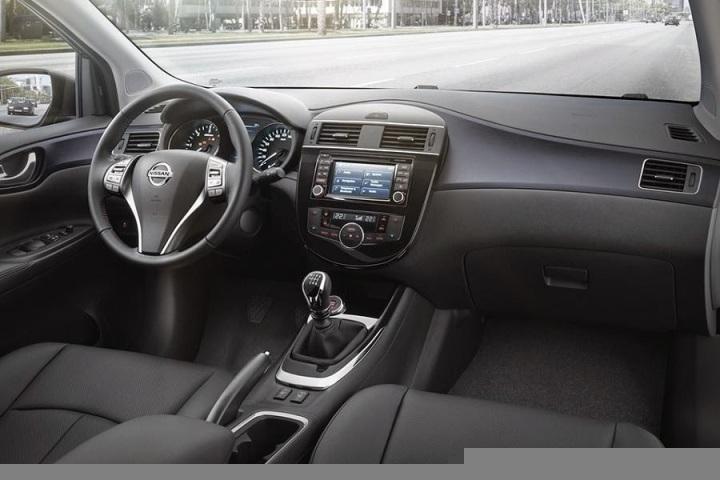 Nissan Pulsar (2015) Dashboard